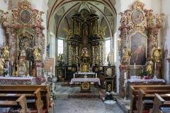 Hochaltar und Volksaltar der Pfarrkirche.